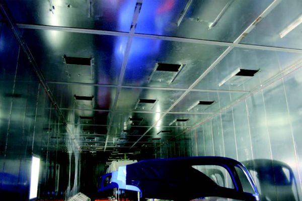 Zona di immissione aria filtrata all'interno del forno di cottura vernici