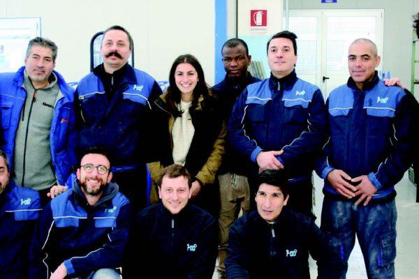 L'equipe di preparazione dei supporti metallici e plastici, di finitura, di manutenzione meccanica e ambientale della OD