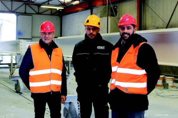 Luca Proietti, responsabile della verniciatura di MCT Italy, al centro, con Sebastiano Nalon di Polistuc brand di Sirca (a destra) e Antonio Fioravanti di FA Vernici, agente Polistuc.