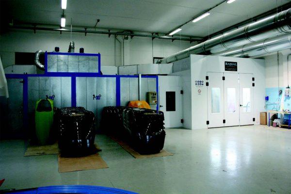 L'impianto di verniciatura pezzi fuori standard fino a 3.000x2.000xh2.000 mm