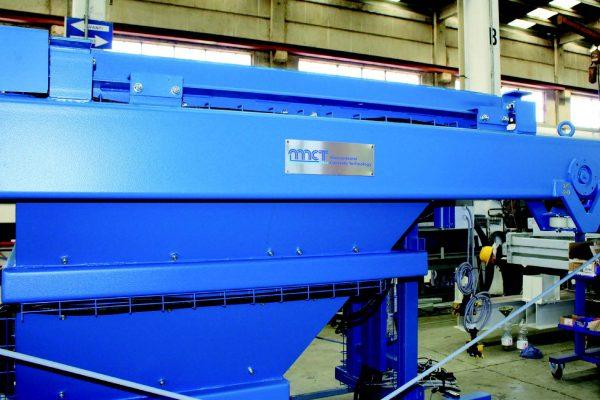 Due macchine, componenti del più complesso impianto di betonaggio, in fase di montaggio ed elettrificazione.