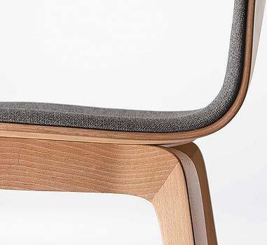 Ondarreta è un'azienda con produzione verticalizzata. Lavora dall'origine molti materiali, dal legno - nell'immagine la sedia Bob in legno curvato - al metallo, dal polipropilene al tessuto