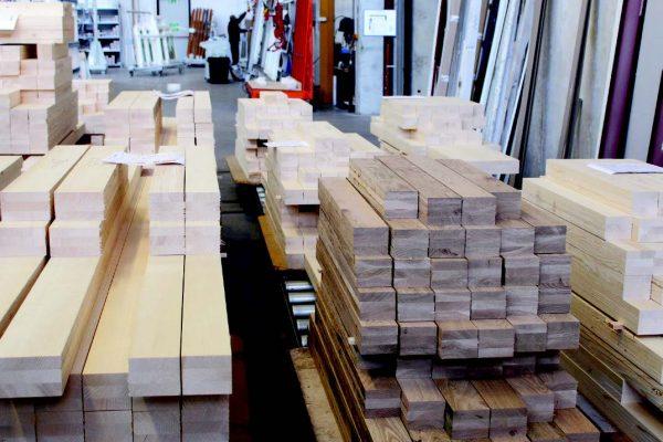 Per la fabbricazione si utilizza esclusivamente legno lamellare.