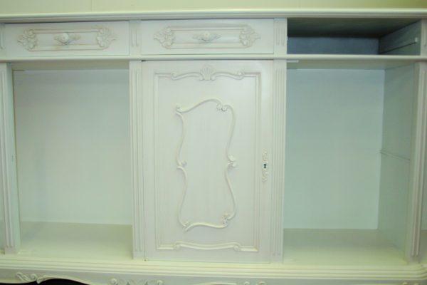 Dettagli di lavorazioni particolari e restauro mobili antichi effettuati da Mantovani arredamenti.
