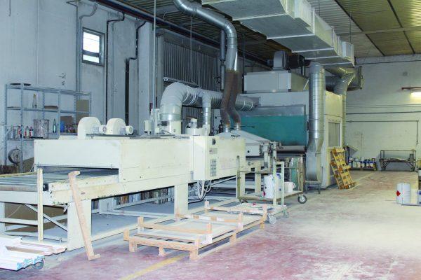 Una delle due zone dedicate alla verniciatura della produzione, dotata di due impianti a carosello e da una linea di verniciatura automatica per la finitura di pezzi standard