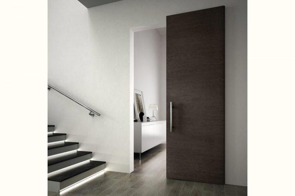 Esemplare della collezione Romagnoli Contemporary Essential, caratterizzata dalla particolare superficie incisa in modo da creare due effetti: visivo e tattile