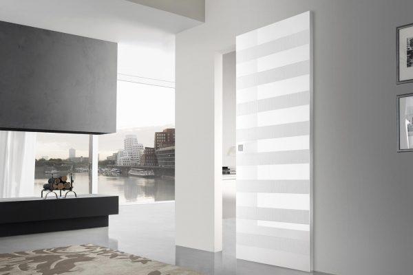 Esemplare della collezione Romagnoli Contemporary Ego, caratterizzata da superfici lucide molto resistenti alla luce, all'usura, eco-compatibile, facile da pulire e manutenere e dal design molto minimal