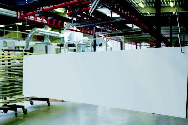 Le bilancelle dell'impianto sono state previste per poter verniciare anche grandi ante, fino a mm 4.000x1.300h.