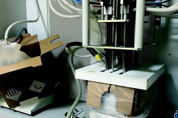 Il centro polveri per la distribuzione e erogazione delle polveri con cambio colore automatico.