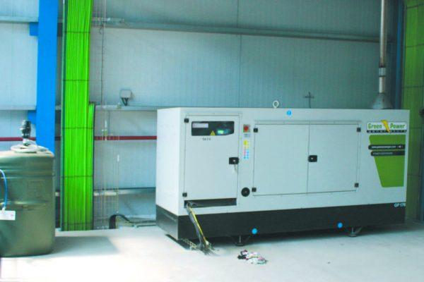 Il generatore d'emergenza, alimenta la vasca di cataforesi in caso d'interruzione elettrica.