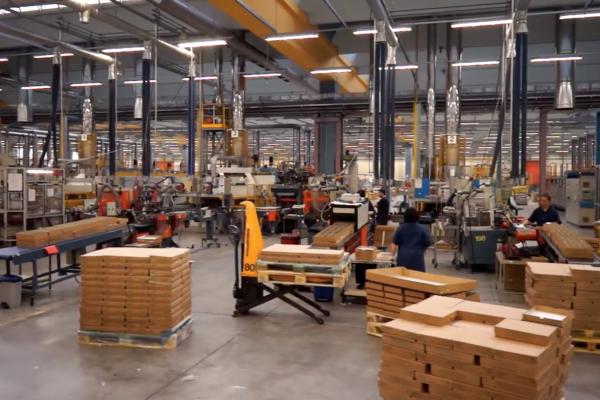Vista generale dello stabilimento produttivo di Cerve a San Polo in provincia di Parma dedicato al settore del casalingo