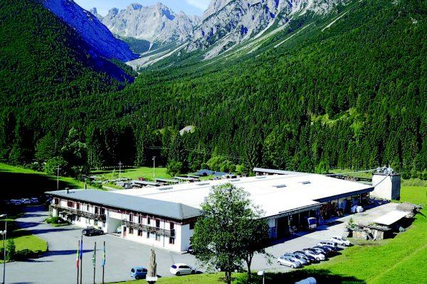 La sede di Legnolandia a Forni di Sotto (UD), che recentemente è stata riprogettata utilizzando una carpenteria di legno.