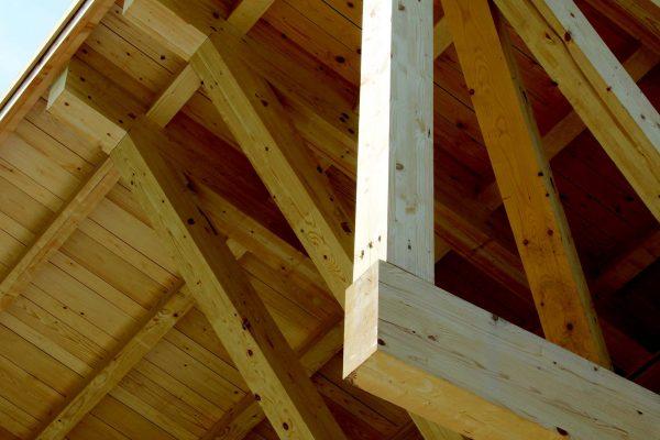 """Particolare di una campata in abete bianco, il legno a """"chilometro zero"""" certificato utilizzato nella quasi totalità della produzione di Legnolandia."""