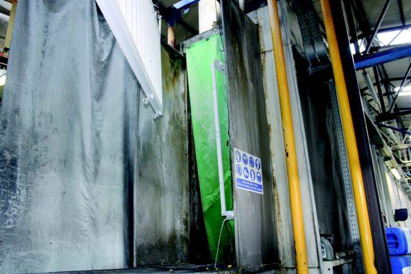 Il tunnel di pretrattamento dell'impianto di verniciatura a polveri