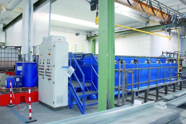 L'impianto a vasche per il pretrattamento dell'alluminio secondo specifiche di qualità, installato nel 2017.