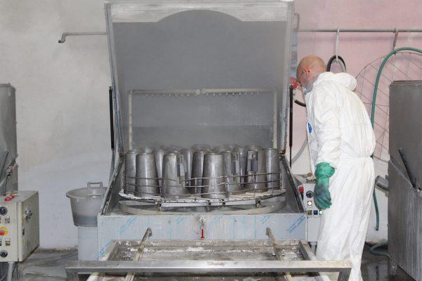 La lavatrice dove si effettua il lavaggio dei pressofusi e la passivazione.