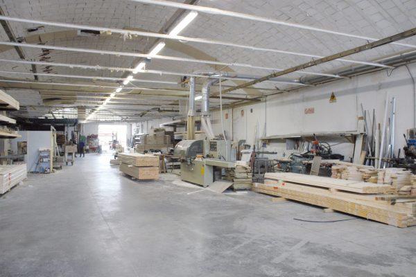 Vista generale del reparto falegnameria dell'azienda toscana Prontolegno.