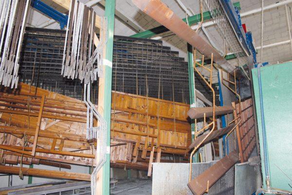 Dettagli dell'impianto a flow-coating: l'applicazione dell'impregnante può avvenire contemporaneamente su strutture diverse