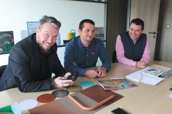 Gautier Kocalénios, l'imprenditore di Tubtenax, insieme a Mathieu Dutheil e Victor Manuel Díaz (Adapta Color France).