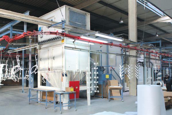I due impianti di verniciatura a polveri a disposizione dell'azienda francese.