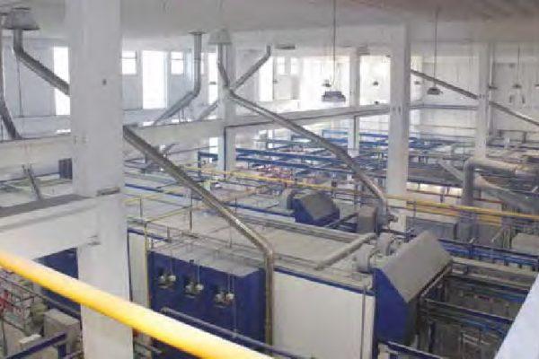 Vista generale dall'alto degli impianti di verniciatura a polvere in continuo.