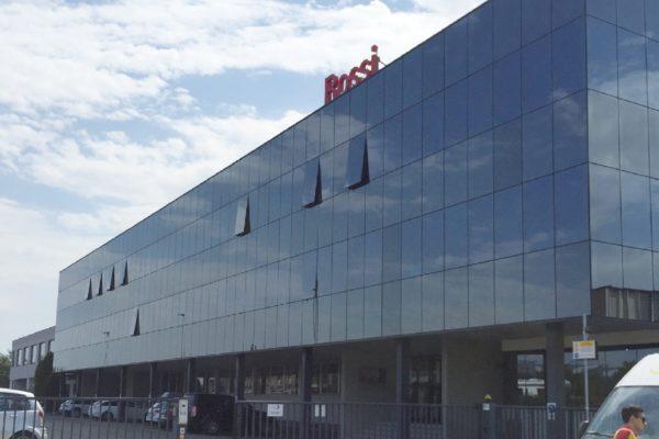 La sede modenese di Rossi, azienda del gruppo internazionale Habasit, multinazionale con sede a Basilea, in Svizzera, leader europeo nella produzione di riduttori, motoriduttori e altri strumenti per la trasmissione di potenza.