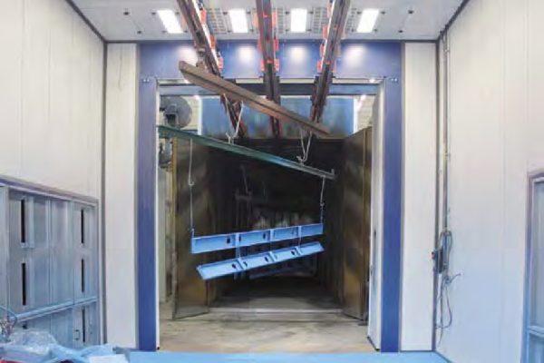 La seconda cabina di spruzzatura manuale a polveri di pezzi di grandi dimensioni.