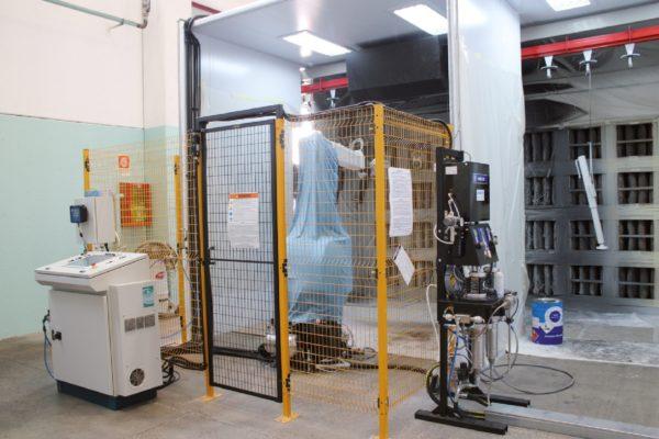 I due robot antropomorfi di verniciatura prodotti da Lesta e installati presso Rima.