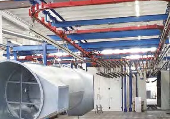Il tunnel di sgrassaggio e di conversione chimica per la preparazione dei pezzi alla verniciatura a polveri.