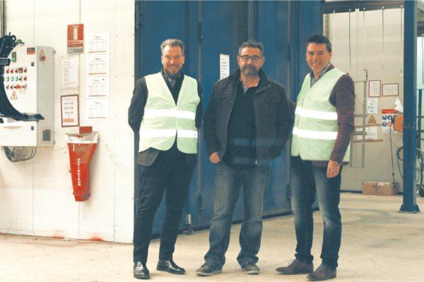 Franck Lelasseur, il direttore di LMPI Prestia, tra Mathieu Dutheil e Victor Manuel Díaz (Adapta Color France).