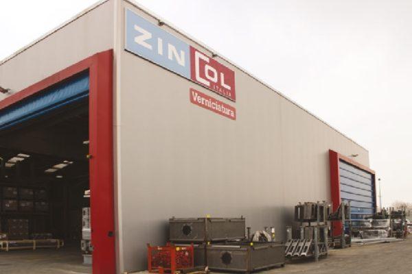L'area dedicata al magazzino è in parte esterna, dove vengono depositati i manufatti in attesa della granigliatura, e in parte interna.