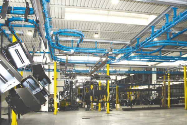 L'impianto di granigliatura automatico con dettaglio del processo di soffiaggio.