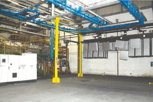 L'impianto di cataforesi, costituito da tredici vasche
