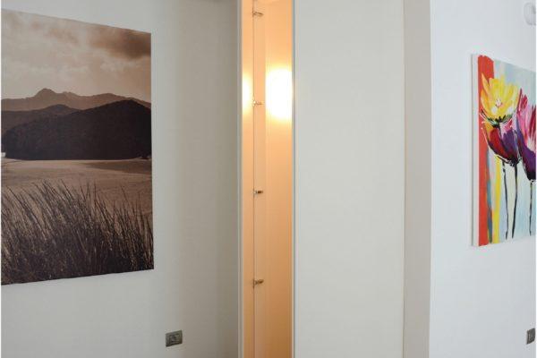 Pulizia nelle forme e cura dei dettagli. Un esempio di ambiente domestico firmato Zadra Interni.