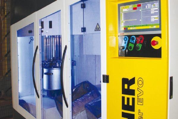 Dettaglio del centro di alimentazione polveri Super Center EVO Wagner che garantisce un cambio colore rapido e un monitoraggio costante dei consumi.