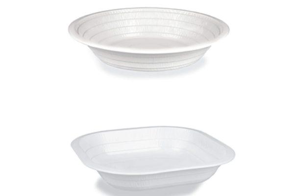 Vista laterale di piatti tondi e quadrati. Profilo laterale studiato per aumentare la rigidità e dare un design gradevole al piatto.