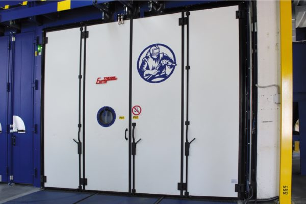 La cabina di sabbiatura manuale.