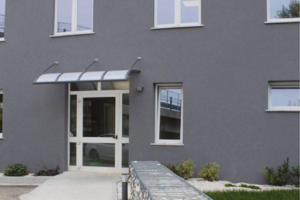 L'ingresso di una delle sedi di Nuova Idemont a Zanè in provincia di Vicenza.