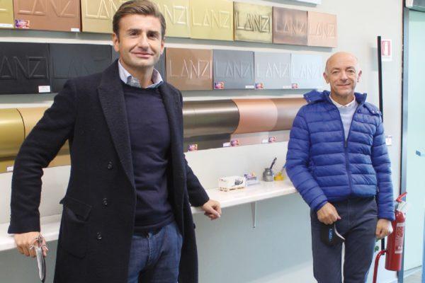 Francesco Lanzillotta, a destra, proprietario di Lanzi, con Vito Mazza, responsabile vendite settore metallo (Polistuc Metal) di Berwood & Steel, centro servizi per la verniciatura situato a Sale, in provincia di Alessandria.