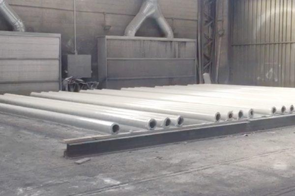 L'area di verniciatura di strutture metalliche e tubazioni.