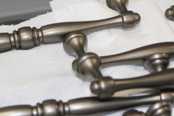 In produzione, alcuni modelli di maniglie.
