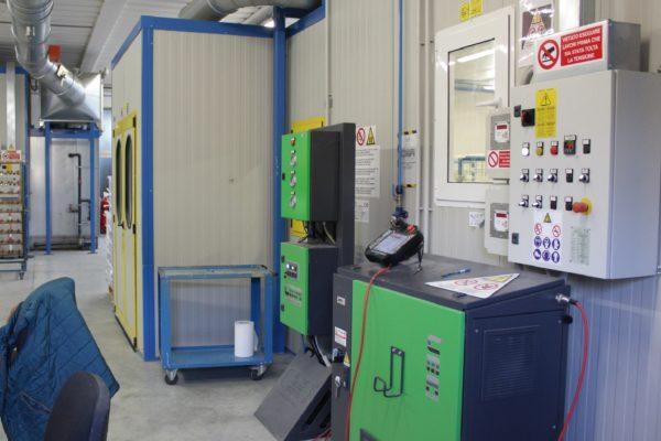Tutta la produzione è altamente automatizzata. Nel reparto di verniciatura le cabine sono dotate di automazione e di robot di verniciatura di ultima generazione (CMA Robotics).