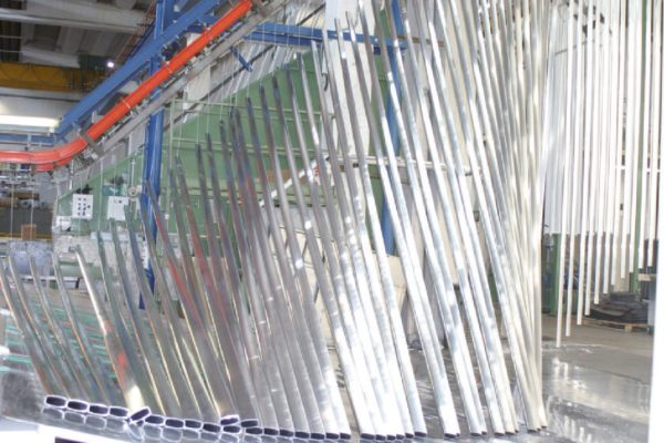 I profilati di alluminio prodotti e trattati da Metra Color