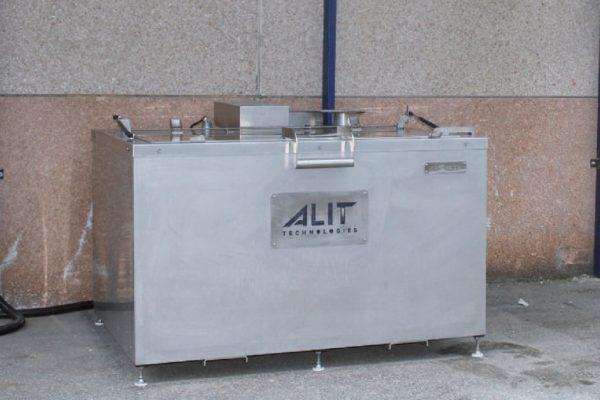 La vasca di sverniciatura chimica Fastrip T5 installata presso lo stabilimento Metra Color a Rodengo Saiano, in provincia di Brescia