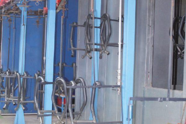 Il secondo impianto di verniciatura di Brinver è dedicato all'applicazione di differenti cicli tra cui le vernici siliconiche per marmitte e collettori per moto.