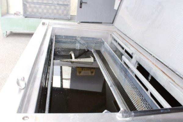 Dettaglio della doppia vasca di cui si compone il sistema di sverniciatura chimica Fastrip T5