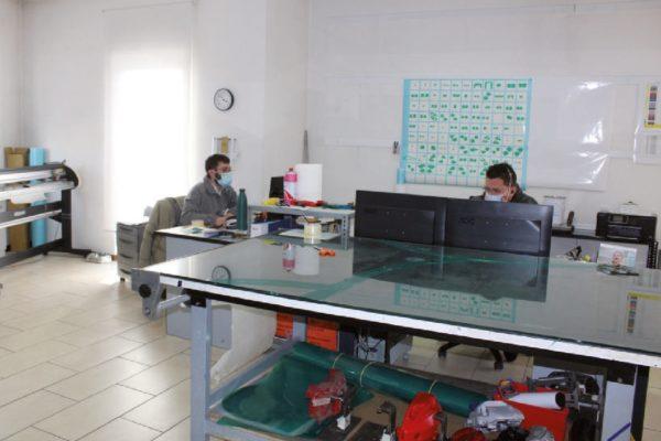 Una parte del grande laboratorio di qualità dove si effettuano diverse prove, secondo le richieste dei clienti.