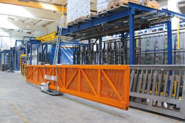 La moderna e flessibile linea di pretrattamento e verniciatura a polveri. Tratta pezzi fino a 7 m di lunghezza.