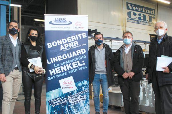 Il gruppo in visita all'azienda. Da sinistra, Luca Bronzo (PGS), Lorena Manocchi, Cristian Masciotti (PGS), Pierluigi Cerioli (Henkel) e Danilo O. Malavolti.
