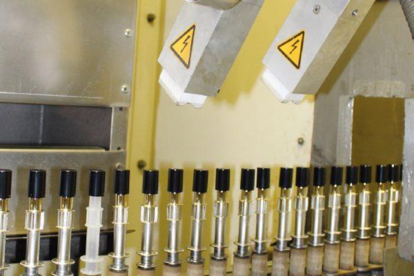 La spazzolatura e la deionizzazione sono fasi necessarie alla preparazione della superficie tra un'applicazione e l'altra.